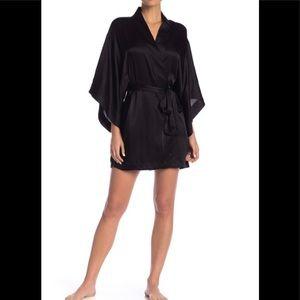 💕 Natori Satin Short Robe